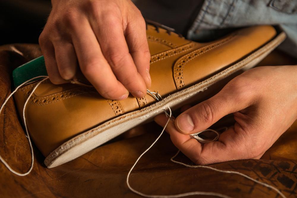 Riss in Schuhsohle reparieren