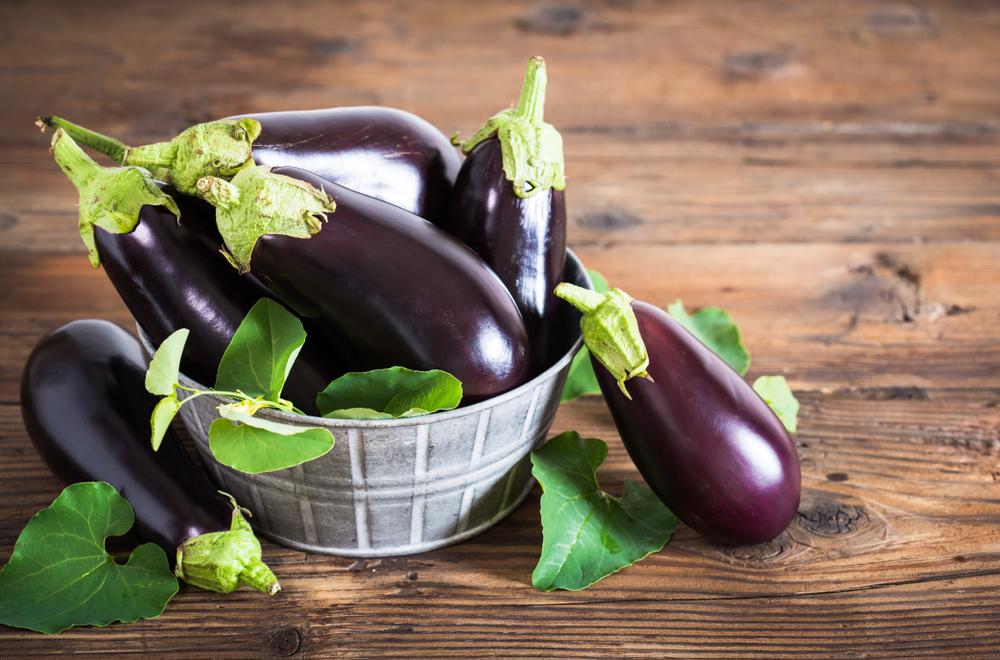 frische auberginen