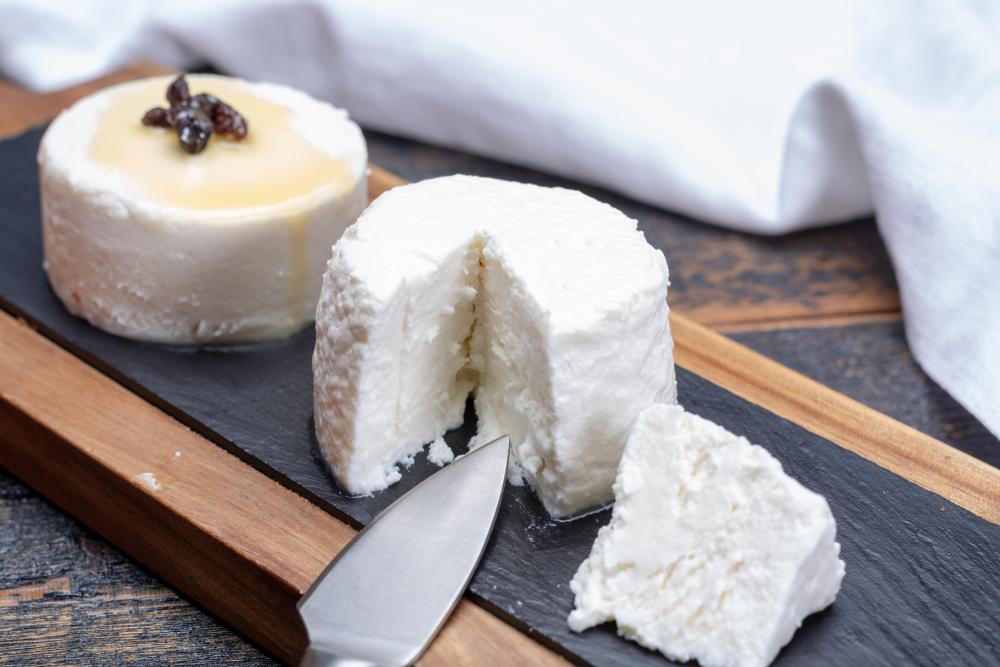 käse aus ziegenmilch