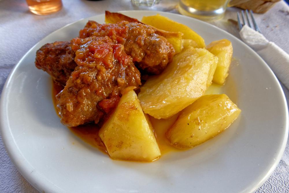 souzouki mit kartoffeln